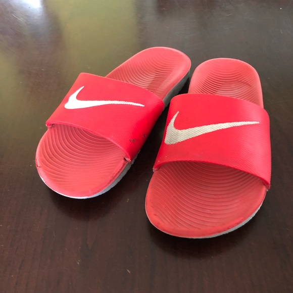 238a3cd38 Red Nike Slides. M 5b844f9081bbc8fd52eecb39